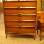 SALE!!! Vintage mid-century modern walnut Lane 5-drawer chest – $450