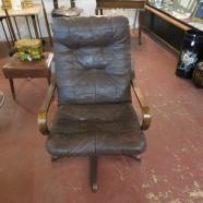 vintage mid-century modern Bentwood lounge chair – $155