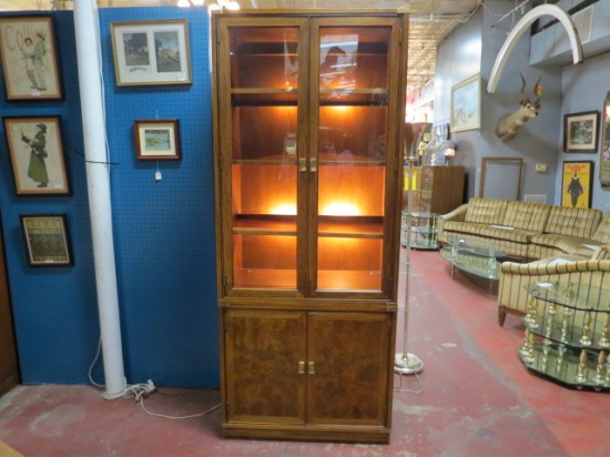 Vintage mid-century modern Henredon lighted cabinet / bookcase – $495