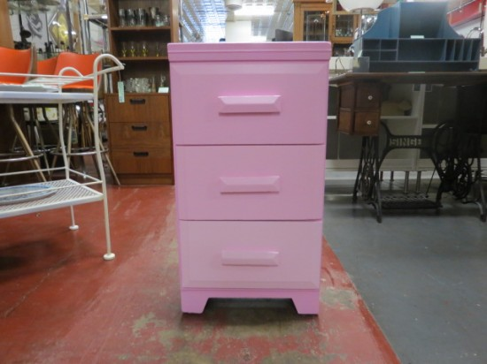 Vintage antique 3 drawer pink side table/nightstand – $59