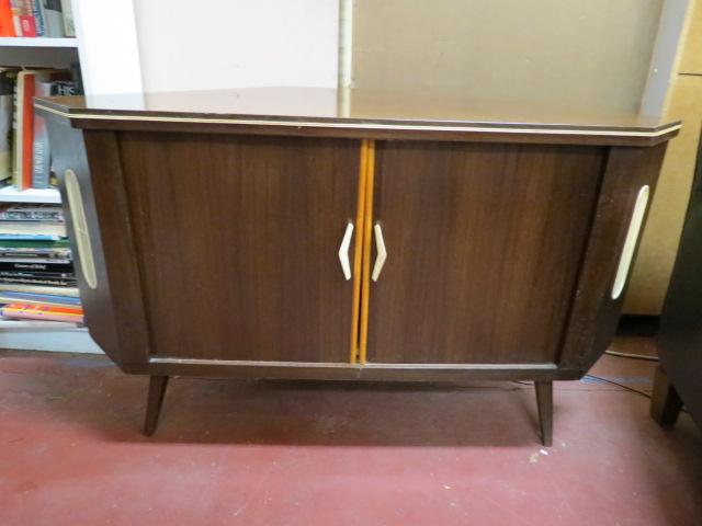 Vintage Mid Century Modern Walnut Corner Cabinet/Bar U2013 $150