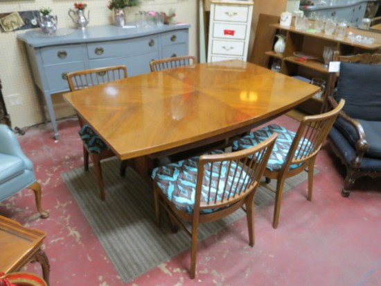 SALE! Vintage Mid Century Modern Walnut Dining Table and 4 Chairs – $425