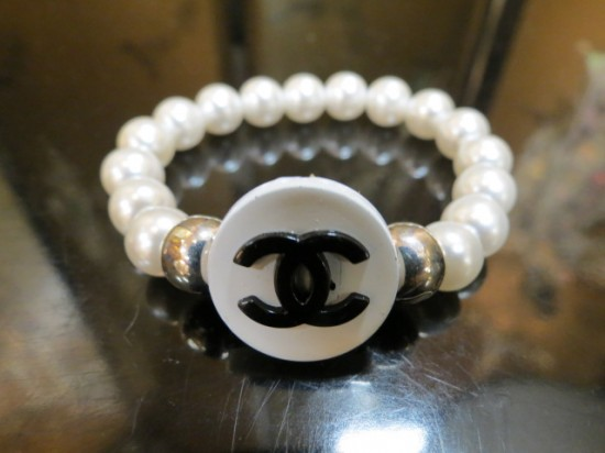 Vintage Chanel Button Pearl Bracelet – $45