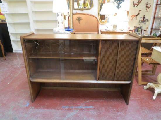 Vintage Mid Century Modern Lane Walnut Bookcase/Display Case/Credenza – $225
